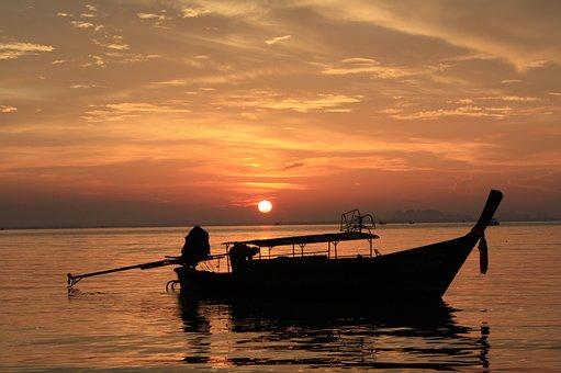 求:有谁知道在深圳有好一点的酒店,能够靠近海边,而且吃的又好,又实惠,还能欣赏海景。谢谢了