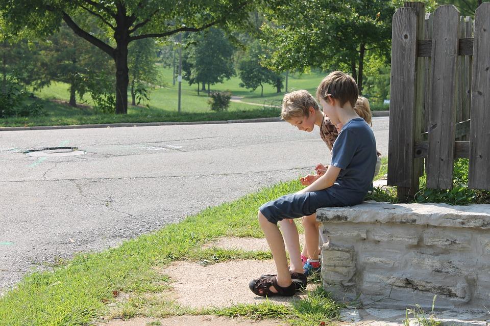 少年たち, 公園, 出かける, 楽しい, リラックス, 幸せ, 子, 家族, 自然, 一緒に, アウトドア