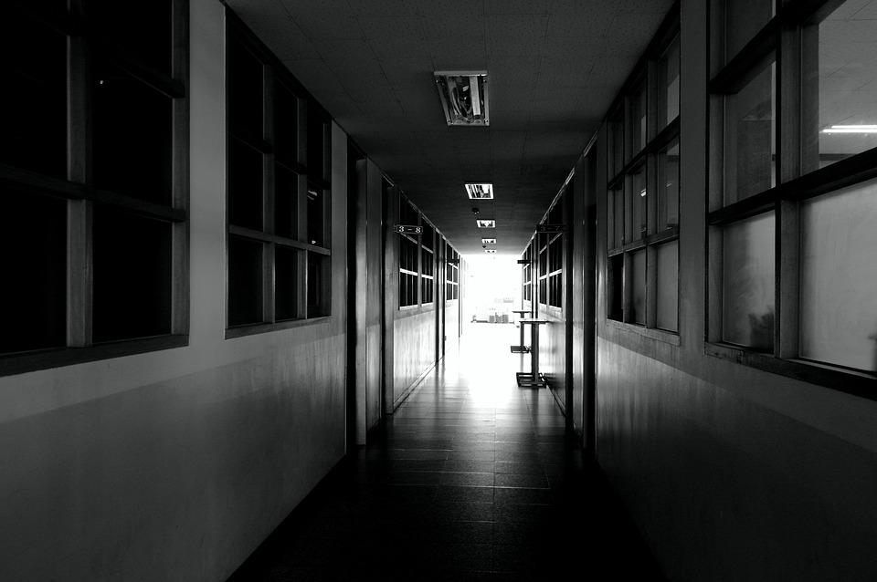 School hallway black and free photo on pixabay for Hallway photos