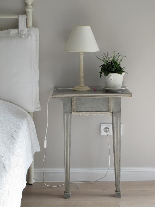 무료 사진: 침실, 사이드 테이블, 램프, 빛, 식물, 베개, 침대 ...