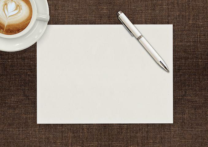 Прорезкой, картинка с листом бумаги и ручкой