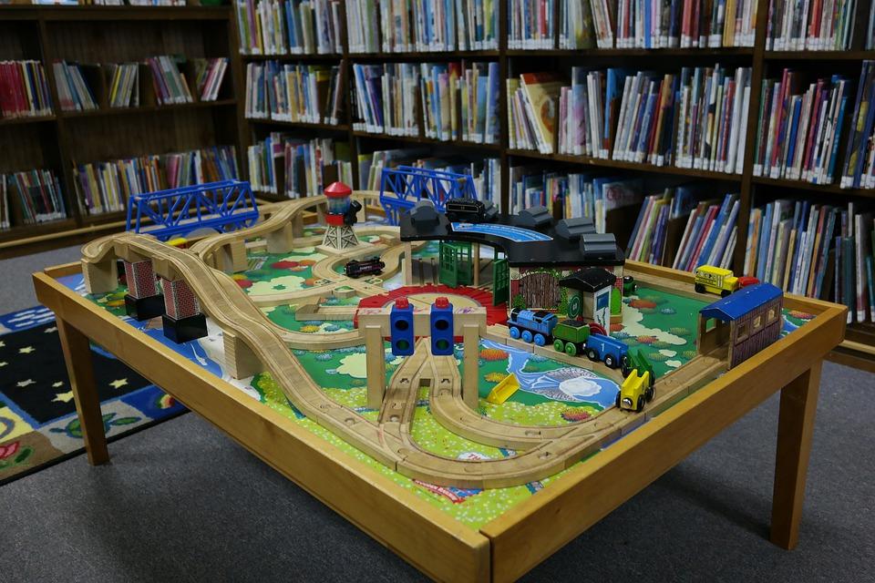 Как мотивируют детей на учебу игрушки