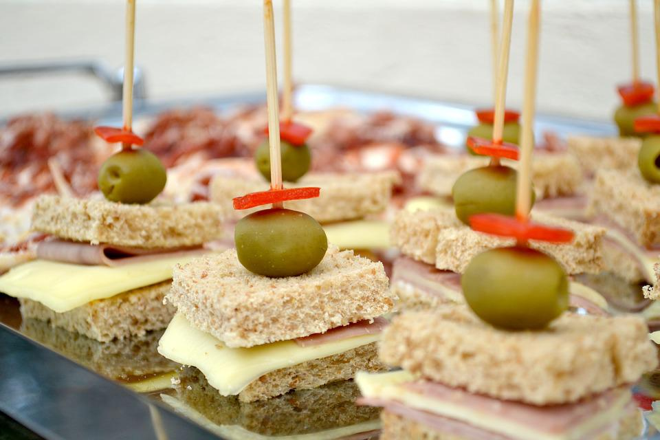 olives 1223105 960 720 - Holiday Travel Food Hacks