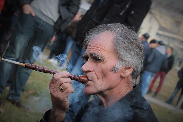 cigarette vieil homme fumer photo gratuite sur pixabay. Black Bedroom Furniture Sets. Home Design Ideas