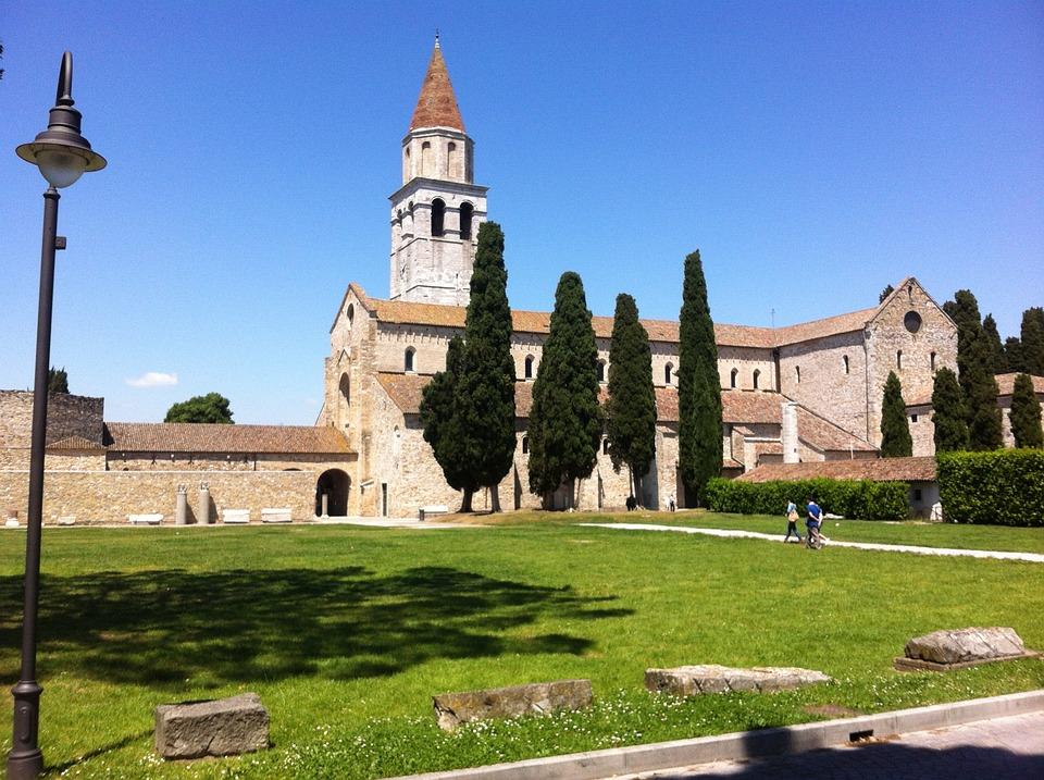 Aquileia, Campanile, Cipressi, Basilica