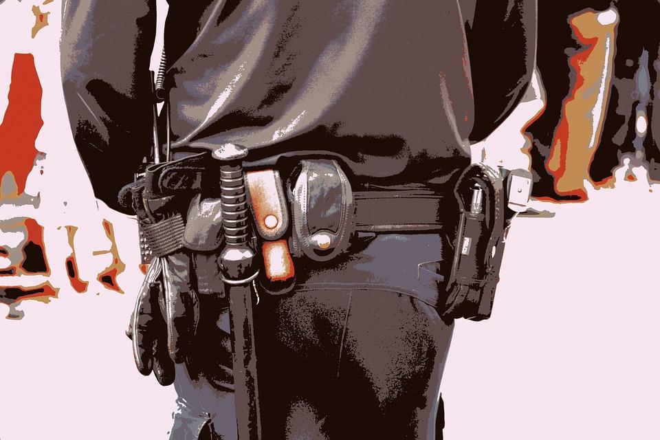 Poliser batongen