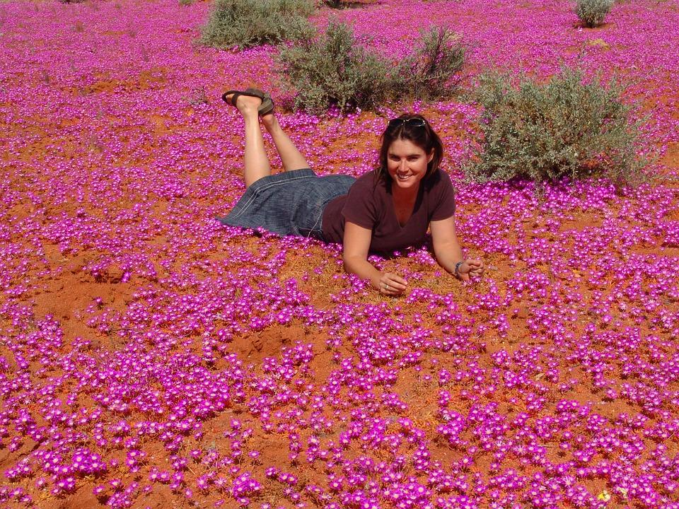 Картинки женщина в цветах