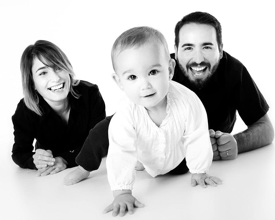 Familia, Bebe, Gateando, Madre, Sonriendo, Feliz