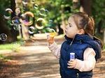 dziecko, bańki mydlane, zabawa