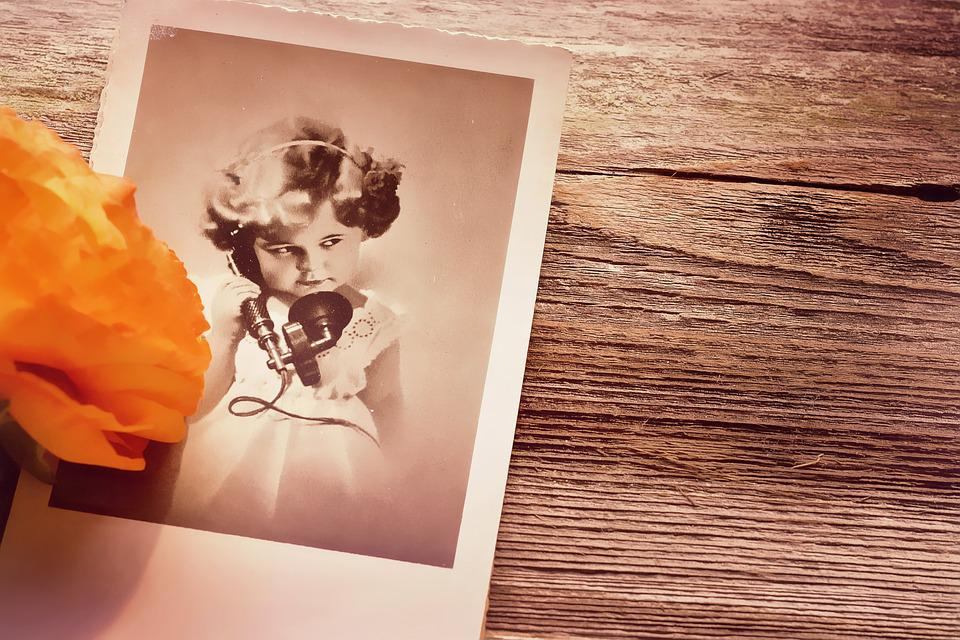 古い子供の絵の写真