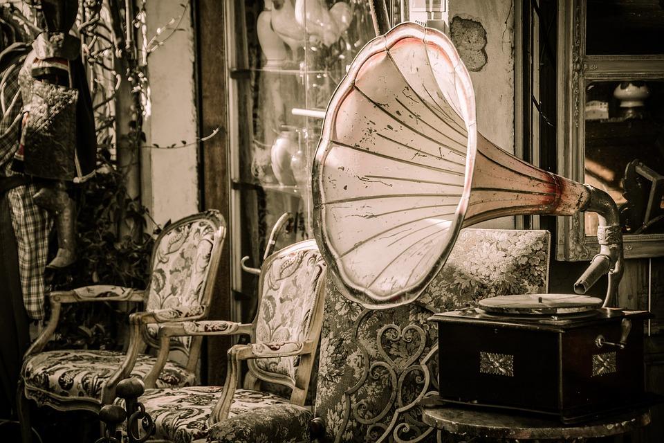 「懐古趣味」の意味・ファッション・心理的作用・音楽