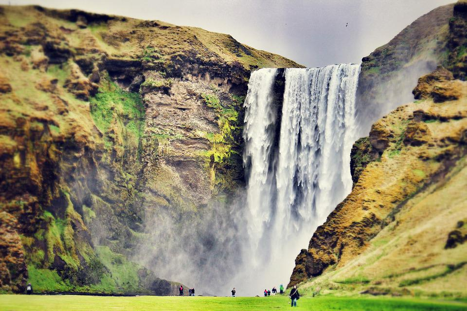 Skogafoss: 60 meter high waterfall