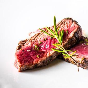Конкуренты померяются стейками. Производители говядины расширяют ресторанный бизнес