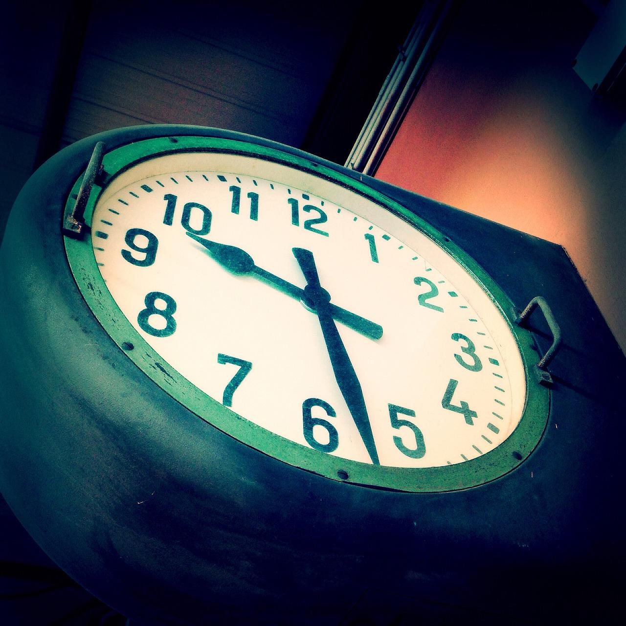 жизни картинка девять часов найдете красивые стихи