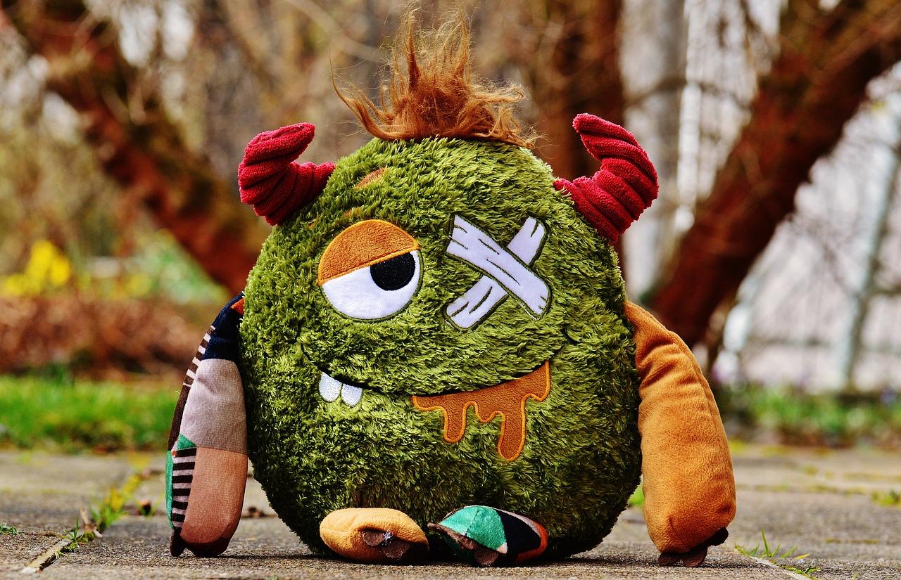 https://cdn.pixabay.com/photo/2016/03/23/13/16/monster-1274725_1280.jpg