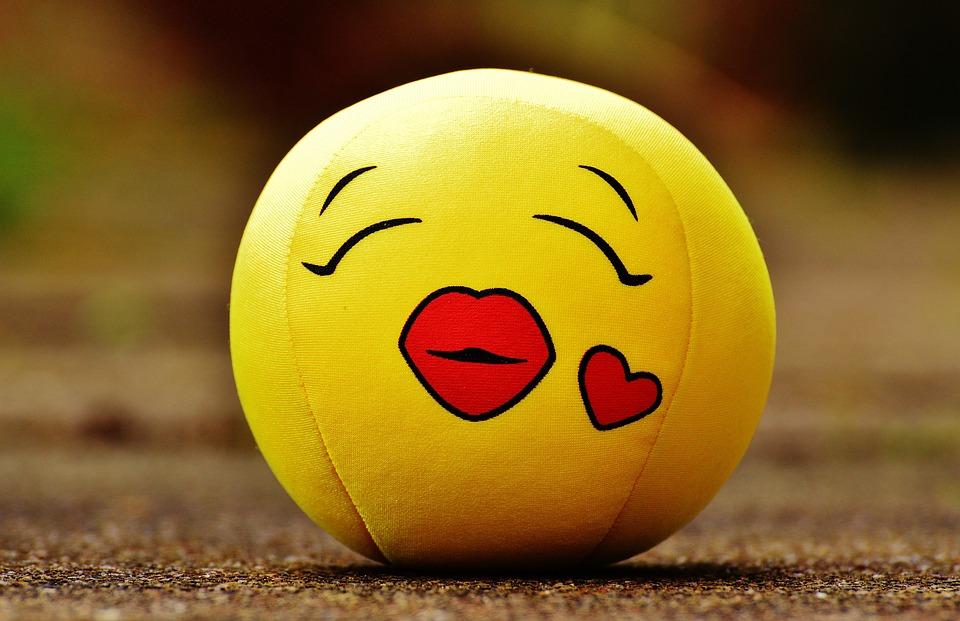 kostenloses foto smiley kuss herz liebe kostenloses bild auf pixabay 1274727. Black Bedroom Furniture Sets. Home Design Ideas