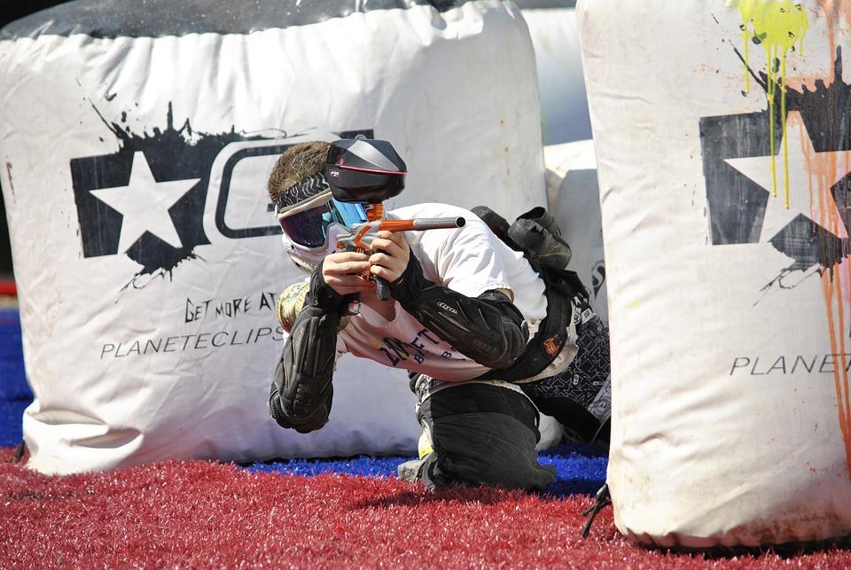 Person holding a paintball gun