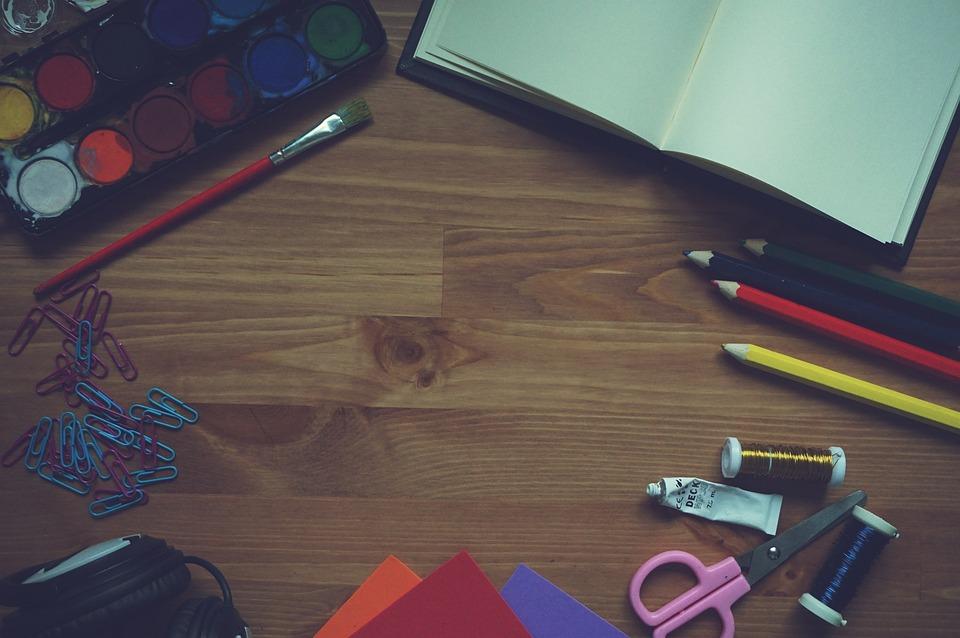 ペイント, ノートブック, ブラシ, 鉛筆, 発泡紙, 絵画, 木造, 背景, ヘッドフォン, イヤホン