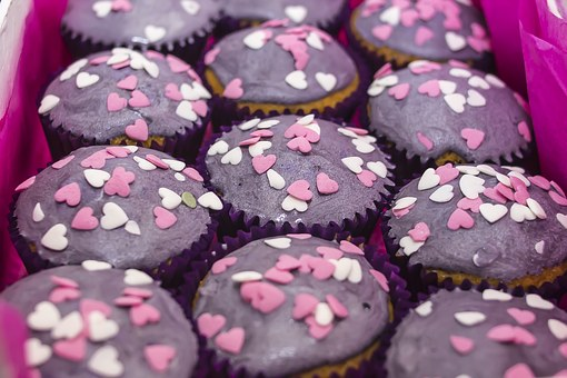 cupcakes-1283247__340.jpg