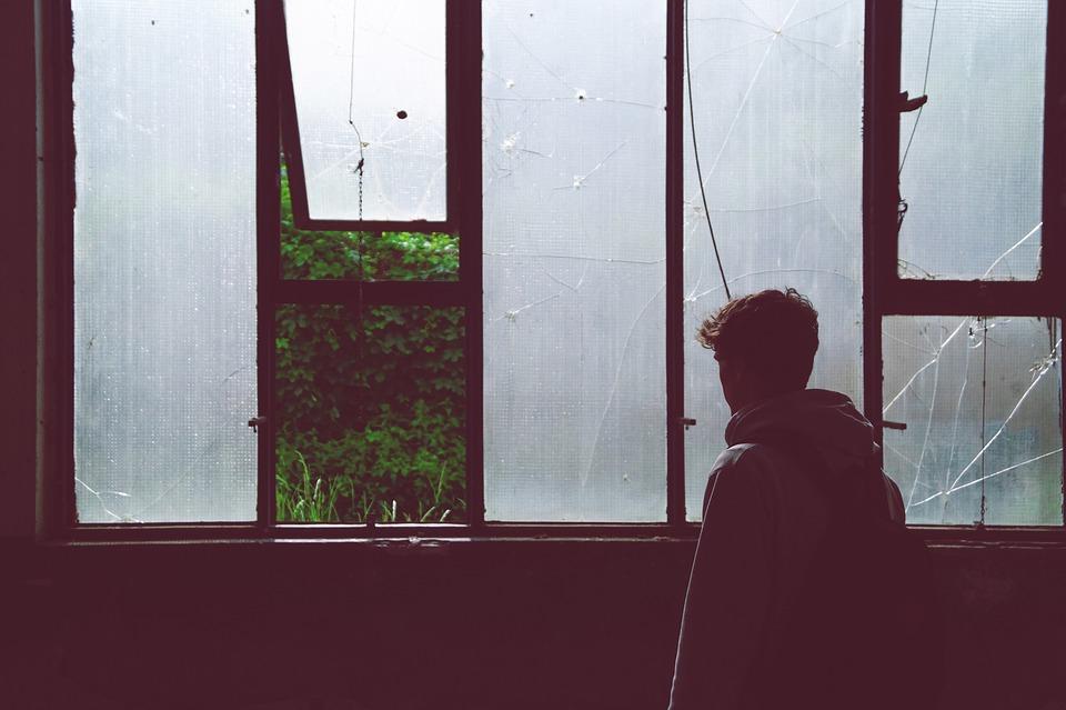 暗い, 建物, 若いです, 放棄された, 少年, 憂鬱