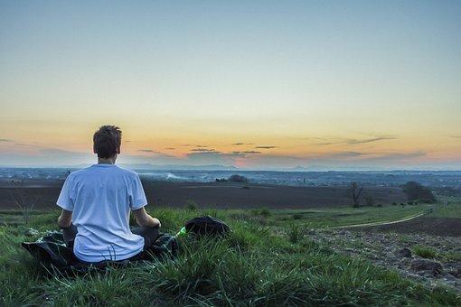 Meditación Calma Encima De La Ciudad Conci