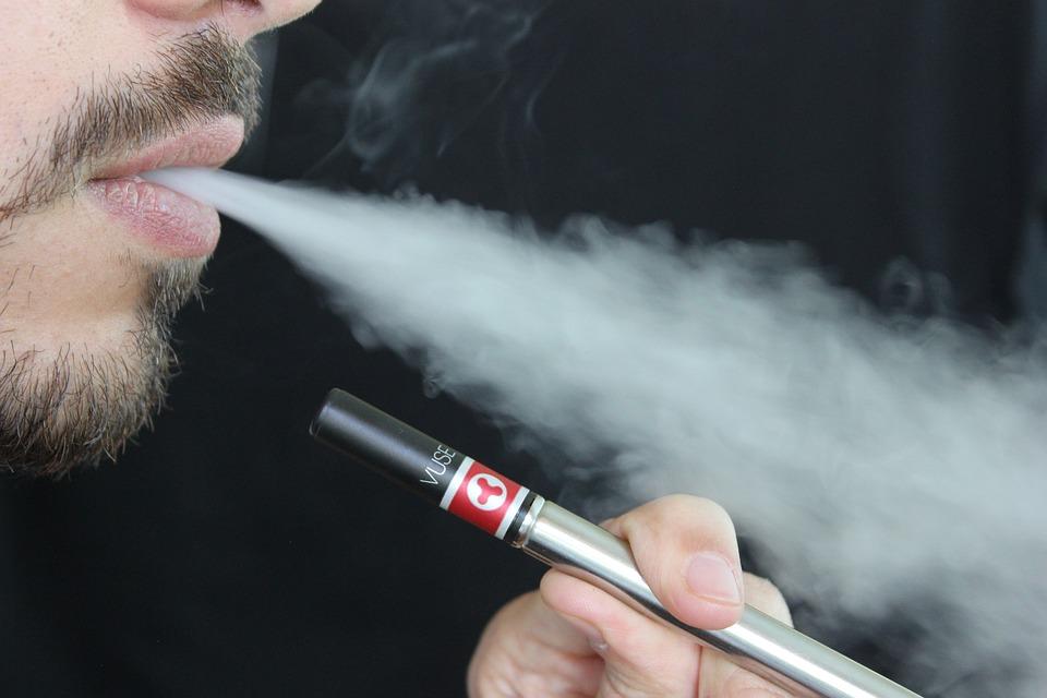 La cigarette électronique : Une méthode intermédiaire pour arrêter progressivement de fumer