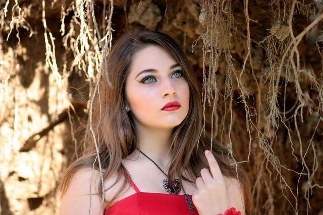 Foto Gratis Menina Vermelho Olhos Verdes Imagem