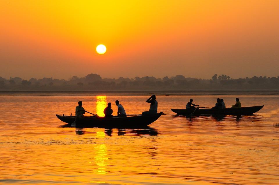 Indie, Varinasi, Ganges, Łodzie