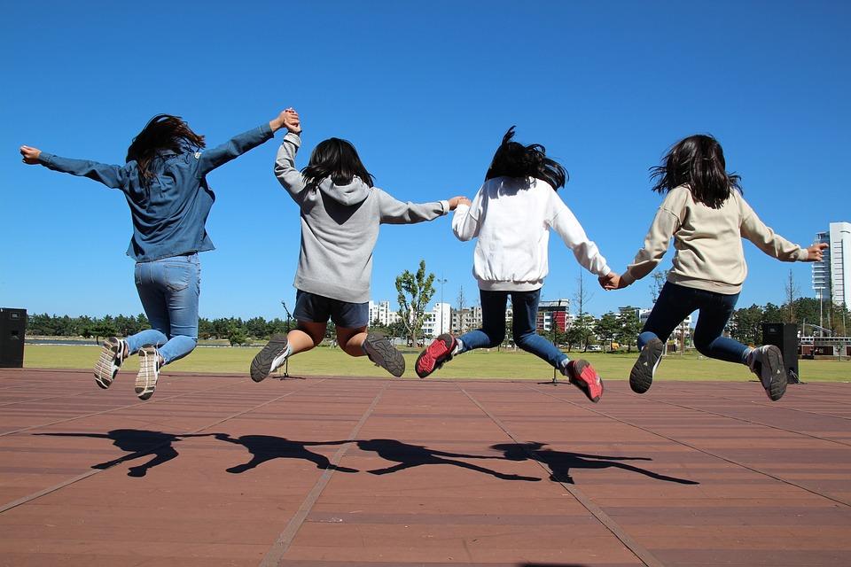 Sykkiä, Jump, Tyttö, Lapset, Hurraa, Taivas, Niitty