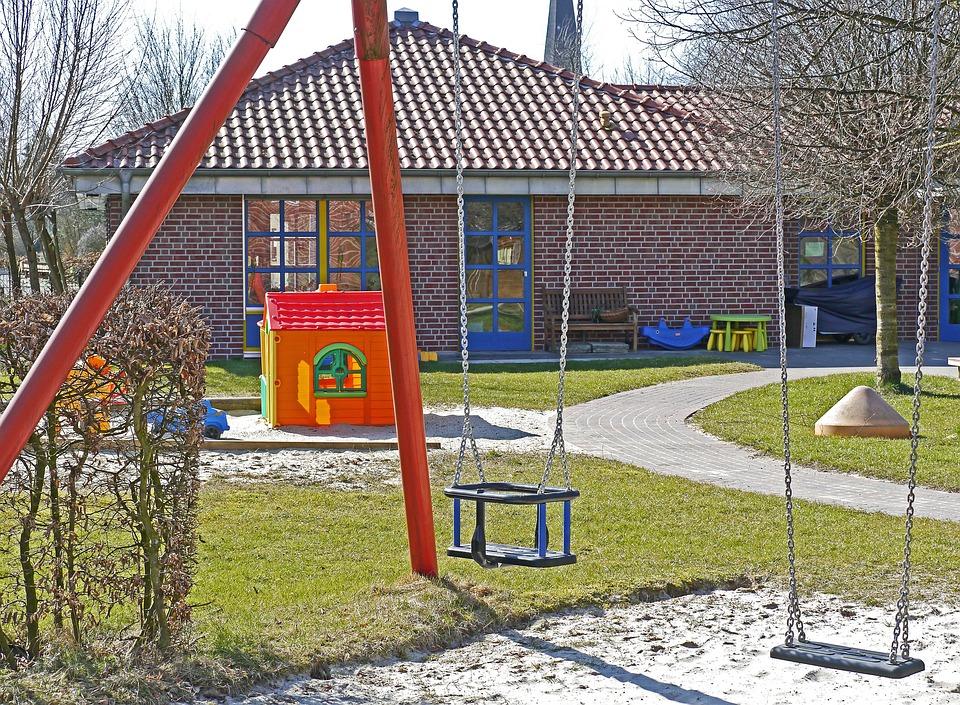 Kindergarten, Spielwiese, Schaukel, Sandkasten