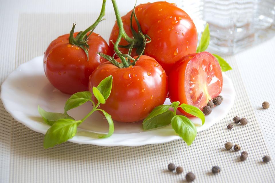 Sommer-Essen, Gesunde Vorspeise, Rote Tomaten