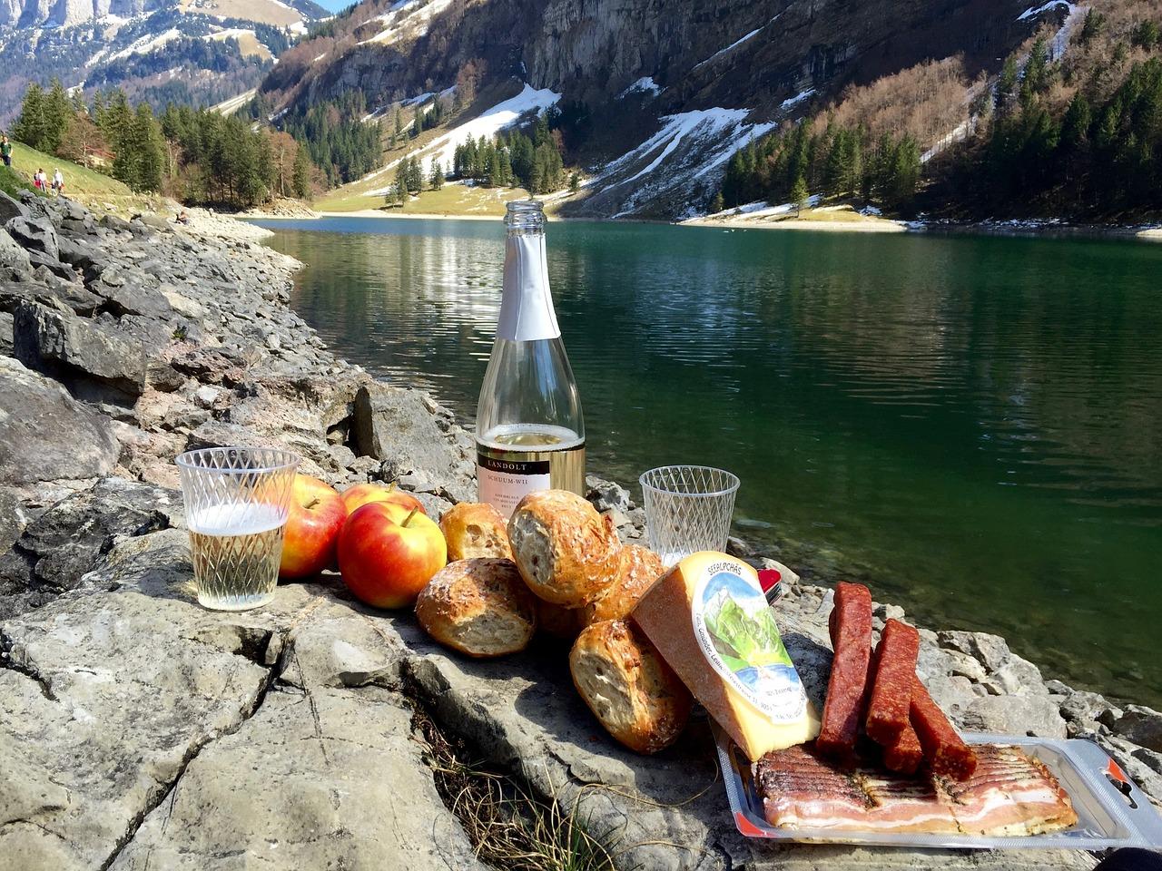 Пикник в горах картинка