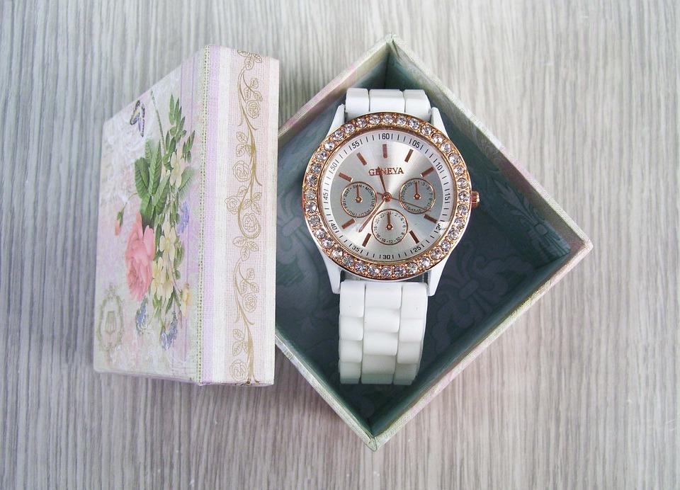 腕時計をプレゼントする意味4つ|腕時計と同じ意味のプレゼント
