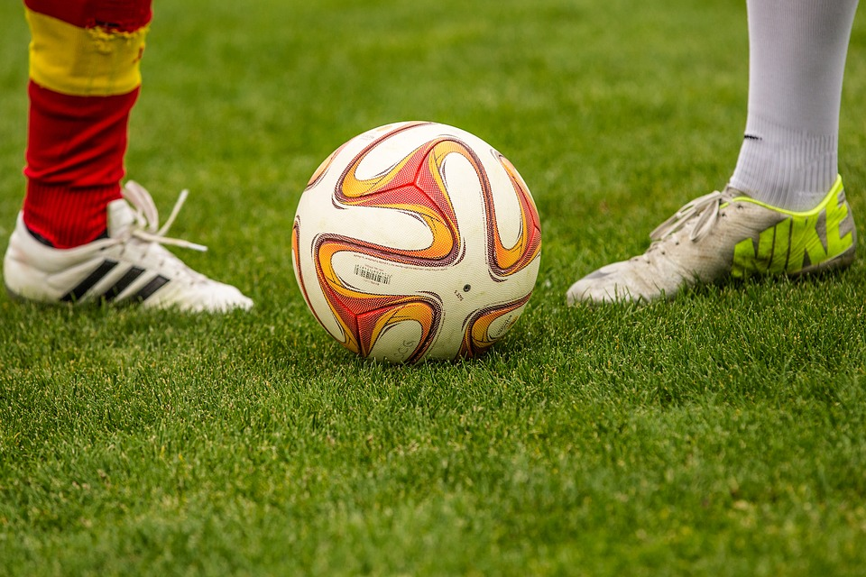 Fussball Zweikampf Ball Kostenloses Foto Auf Pixabay
