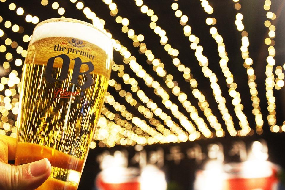 ビール, ビールジョッキ, 照明, 光, ネオン, 夜景, 夜, 天井など, 空, 乾杯, レストラン