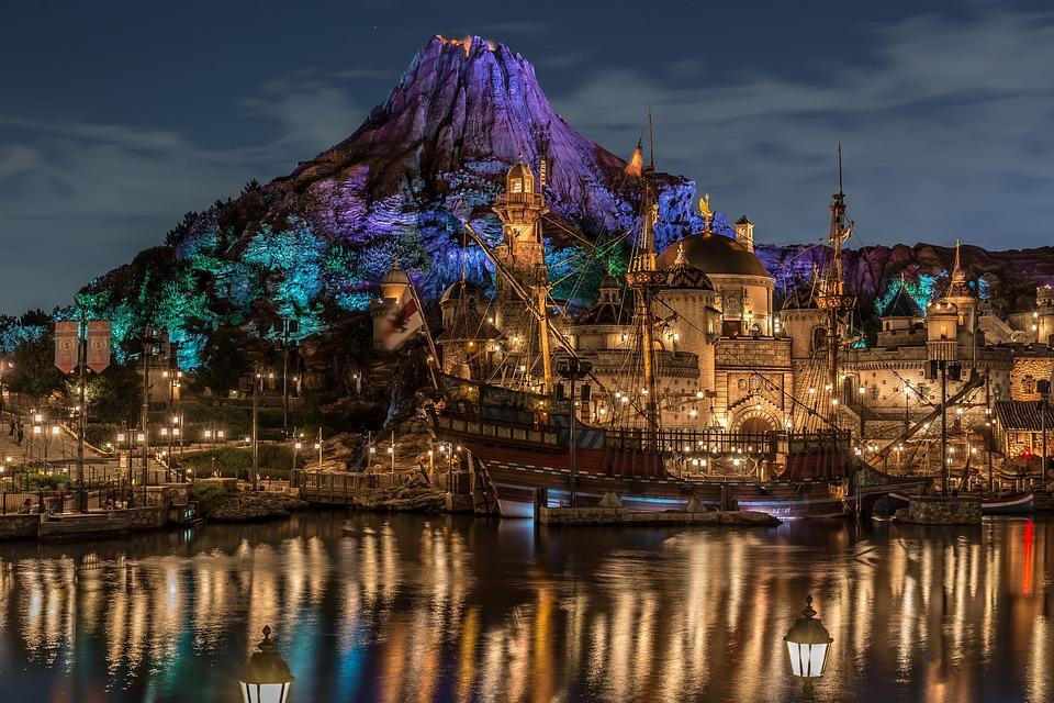ディズニー ディズニーシー 夜景 光 鮮やかな 日本 建物 建築 色 カラフル 長秒 街