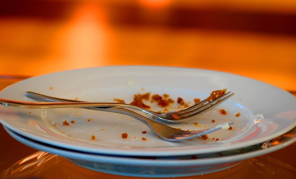 Teller, Kuchengabeln, Kuchenkrümel, Alle, Aufgegessen