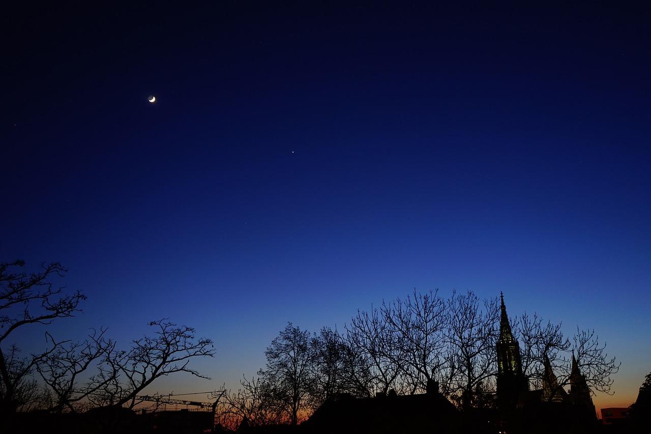 естественное фото ночной луны была