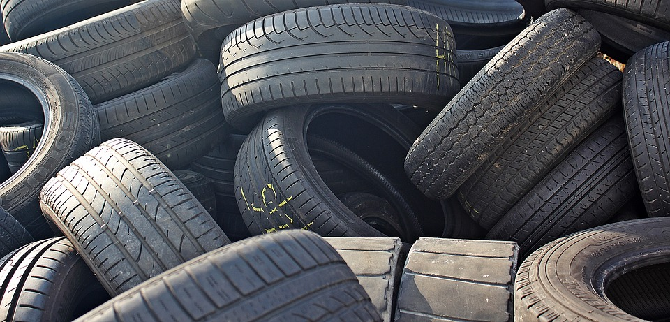 Odolnejšie cesty zo starých pneumatík? Inžinieri našli spôsob, ako na to