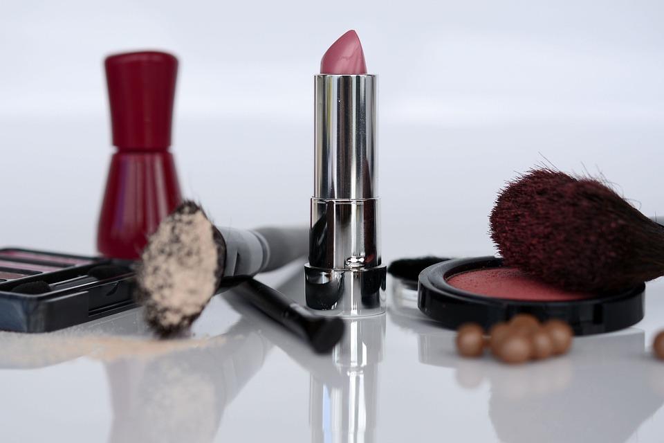 Kosmetik, Lippenstift, Lidschatten, Rouge, Pinsel