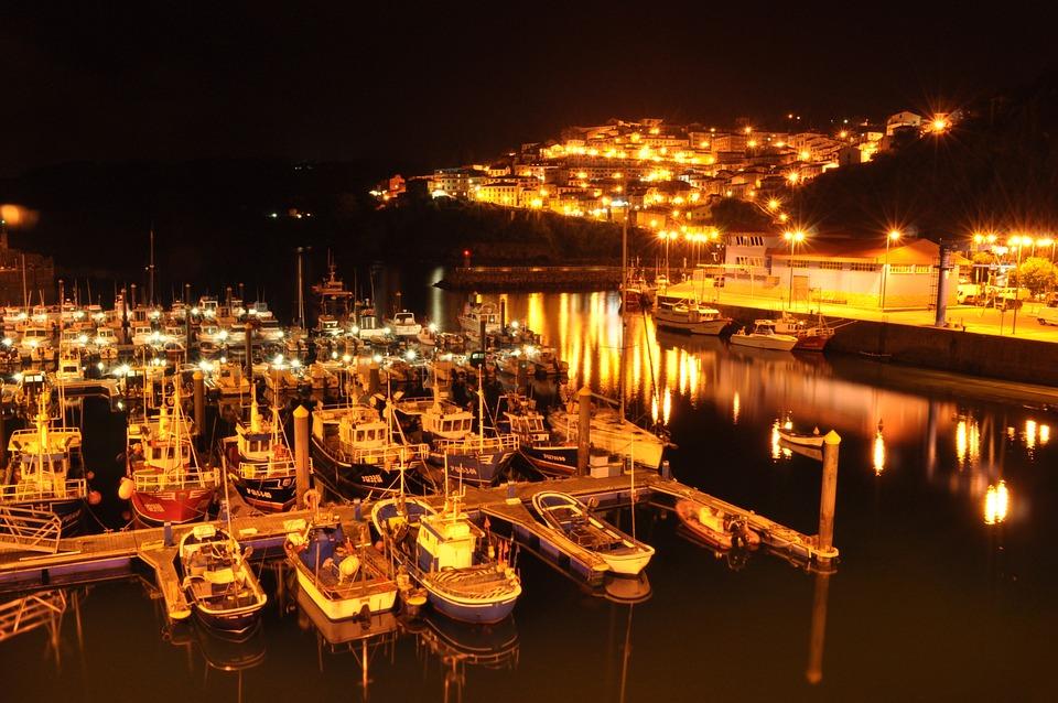 Puerto pesquero de Lastres por la noche