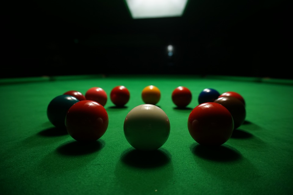 Snooker balls in a circle