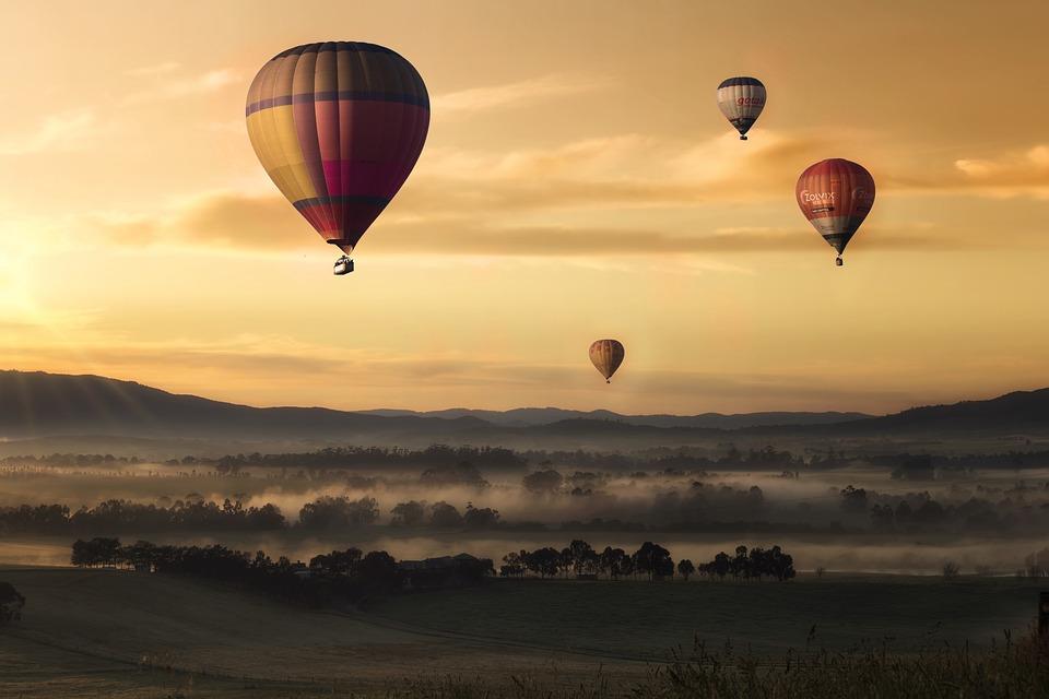Auch von unten ein schöner Anblick: Heißluftballons.