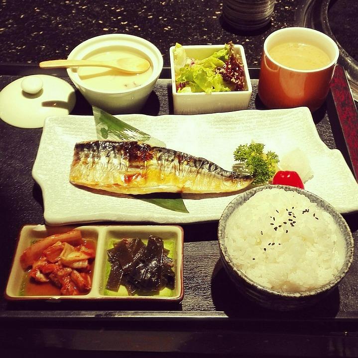 青と白の魚, 定食, 日本料理