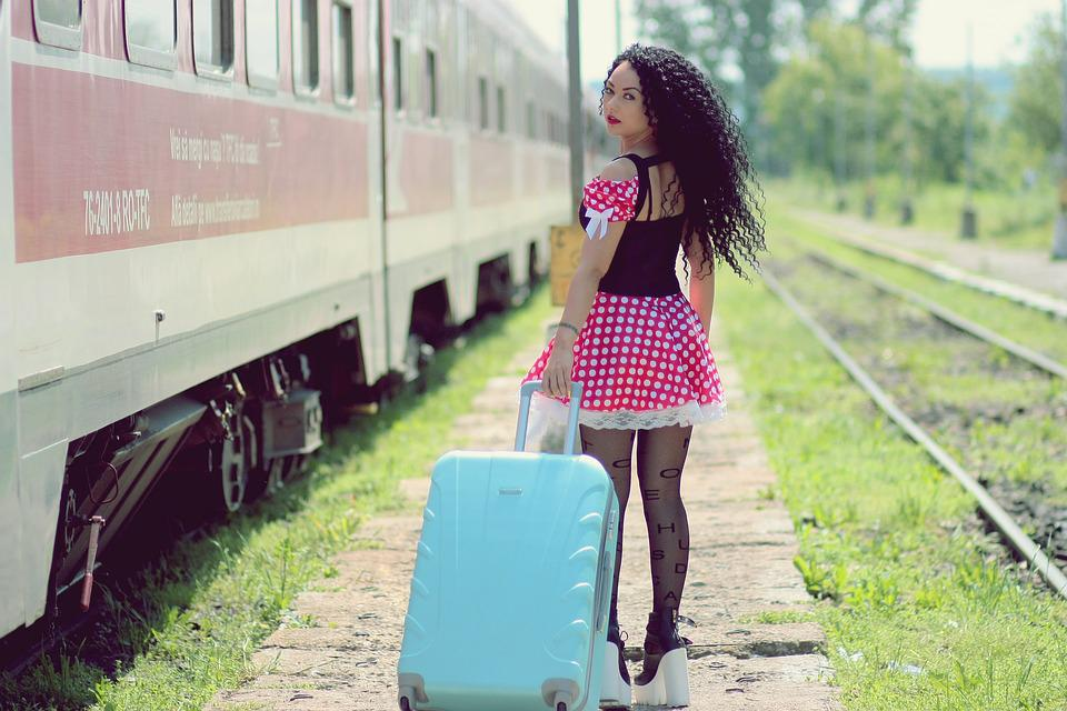 Пикаперы с девушкой на вокзале скачать бесплатно фото 618-344