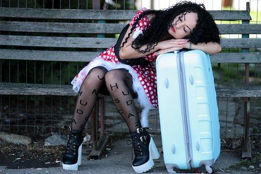 Chica, Estación De Tren, Llamando
