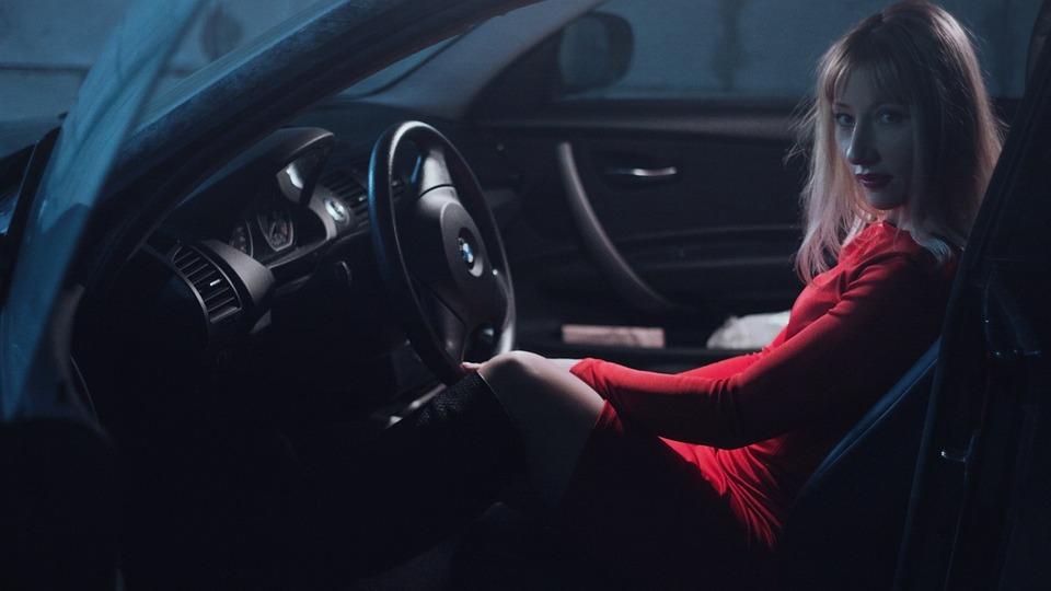 Профессия водитель: разновидности, плюсы и минусы, особенности, работа, зарплата и карьера