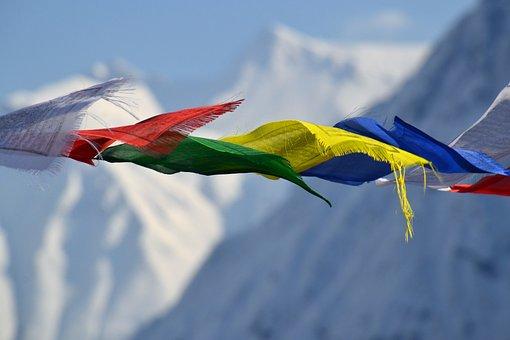 チベットの祈りのフラグ, フラグ, 色, 山, カラフル, 風, ダイナミクス