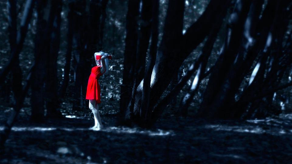 Девушка в прозрачном красном фото