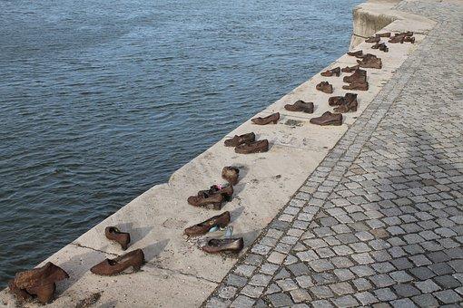 Esculturas de hierro, Zapatos en la orilla del Danubio